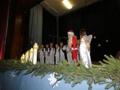 Vianočná  akadémia detí ZŠ, MŠ  a malé vianočné trhy s vystúpením obecných spev.skupín v amfiteátri  december 2018